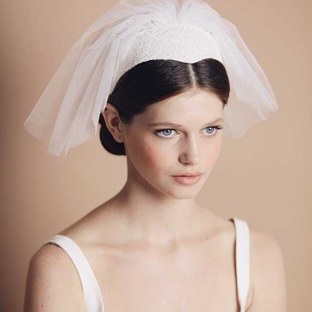 الطرحة القصيرة موضة العروس العصرية أنوثة Ounousa موقع الموضة والجمال للمرأة العربية