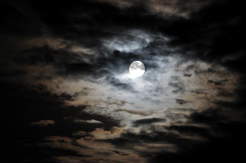 ما الذي تشير اليه الغيوم السوداء في الحلم أنوثة Ounousa موقع الموضة والجمال للمرأة العربية