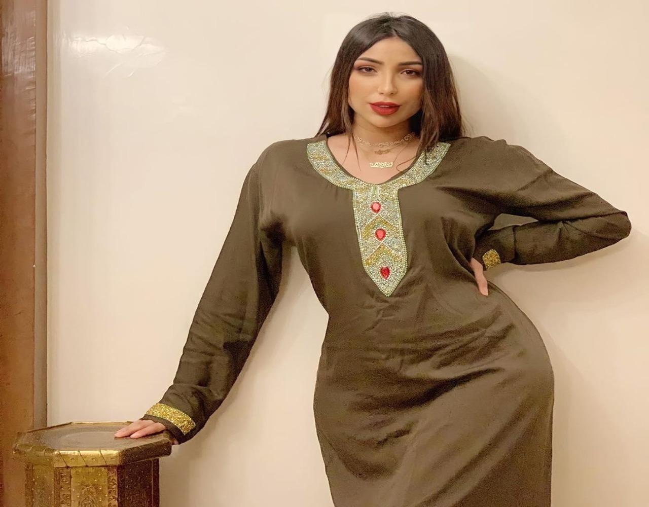النجمة المغربية دنيا بطمة مع بناتها