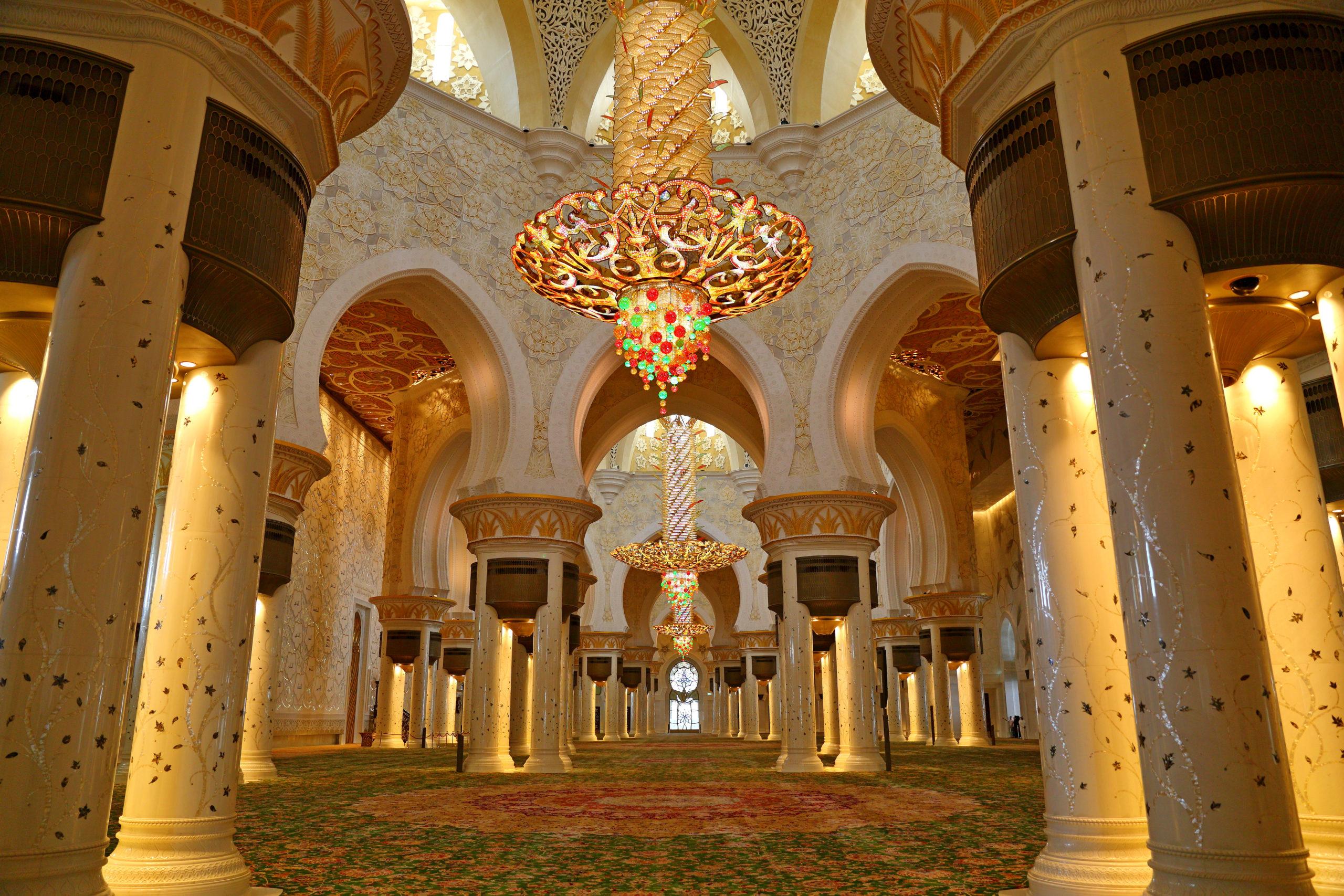 ثريات مسجد الشيخ زايد
