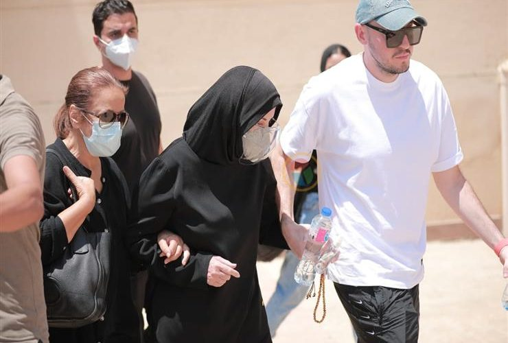 المشاهير في جنازة دلال عبد العزيز