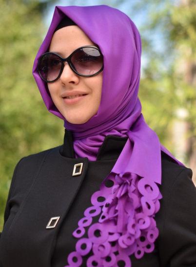 كيفية تنسيق الحجاب مع ألوان الملابس الجريئة