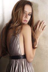 تحرص نيللي كريم على اناقتها في مختلف جلسات التصوير الخاصة بها