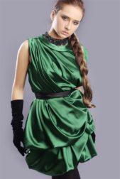 نيللي كريم تختار فستاناً باللون الاخضر الزمردي لاجمل اطلالة