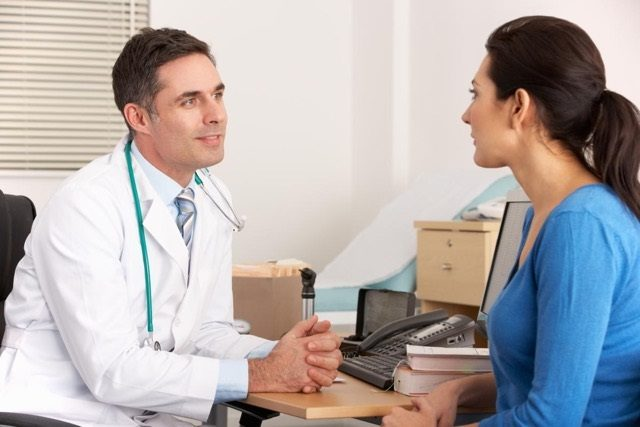 طريقة اختيار الطبيب النسائي
