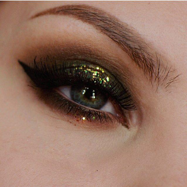 عيون زيتية مذهلة مع أيلاينر أسود