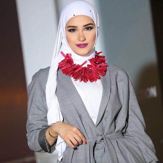 دلال الدوب مدونة كويتية معروفة بعشقها للجمال والموضة، وهي فاشينيستا بكل ما للكلمة من معنى دون ان تتخلى عن حجابها. فاليك اجمل اجمل اطلالات المحجبات بوحي من دلال الدوب في هذا الالبوم من الصور.