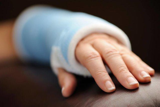 تفسير حلم كسر اليد – أنوثة