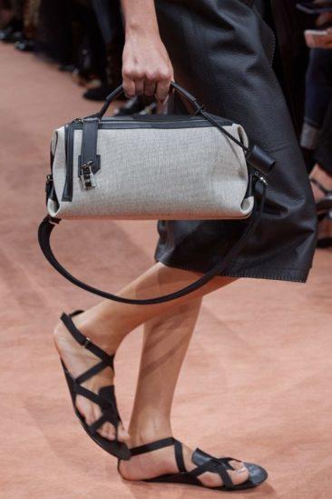 شنط عصرية بصيحة المونوكروم قدّمتها الدور العالمية للأزياء لربيع 2020