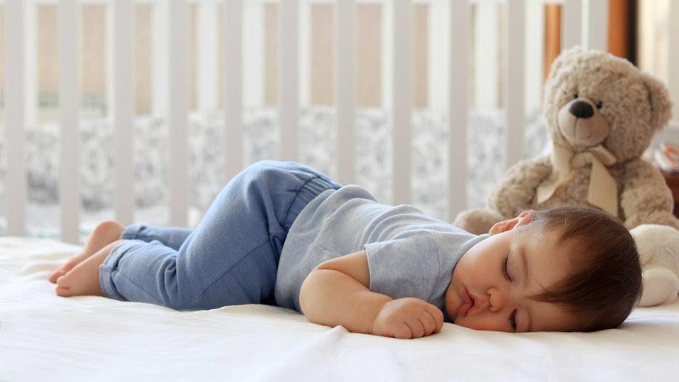 طفلي لا ينام ويبكي كثيرا – أنوثة