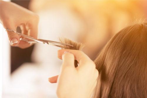 هل شاهدت شخصا يقص شعرك في المنام هذه تفسيرات الرؤيا أنوثة Ounousa موقع الموضة والجمال للمرأة العربية
