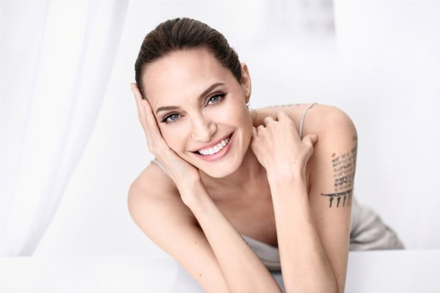 <p><strong>أنجلينا جولي - Angelina Jolie<br /><br /></strong></p> <p dir=
