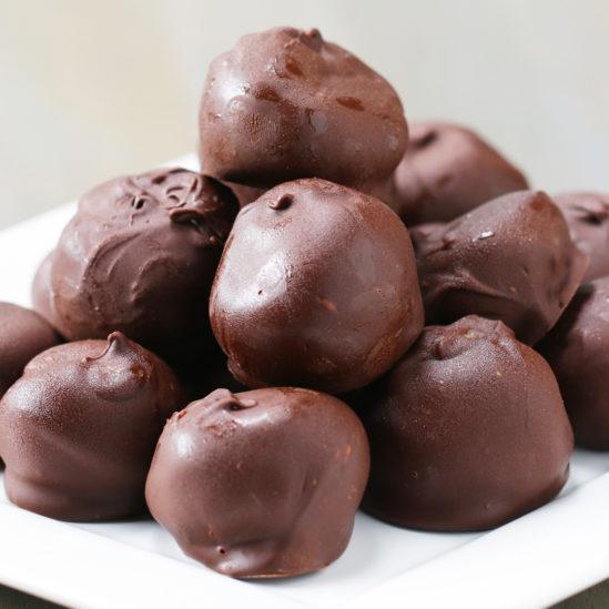 حلى كرات الفليك من الحلويات السهلة والخفيفة التي يمكن تحضيرها في المنزل بسهولة