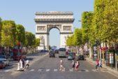 <strong>Champs Elysées<br />شارع الشانزليزيه<br /><br /> </strong>يعتبر شارع الشانزليزيه من أشهر وأرقى الشوارع على مستويي فرنسا والعالم ويشكّل في الوقت عينه أحد أبرز وجهات التسوّق في البلاد. يضمّ هذا الشارع مجموعة كبيرة من المحال التجاريّة خصوصاً الفخمة منها والتي تعرض أشهر الماركات العالميّة.