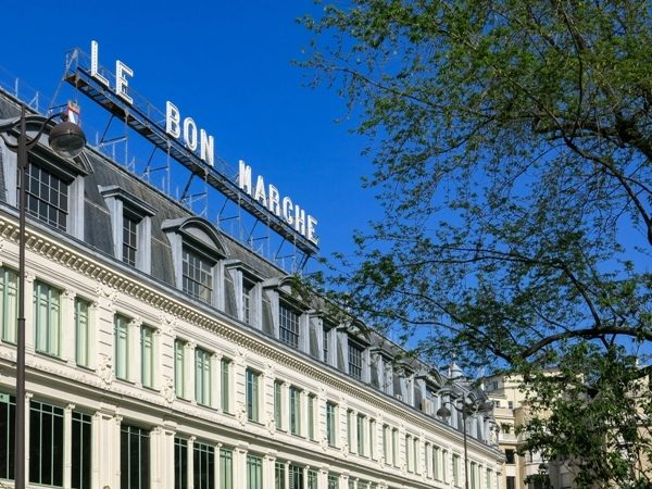 <strong>Le Bon Marché<br />لو بون مارشيه<br /><br /> </strong>يستقطب لو بون مارشيه نسبة عالية من السيّاح والسكان المحليين خصوصاً المولعين منهم بالتسوّق إذ يعتبر من أشهر الأسواق الشعبية. يعدّ هذا المركز التجاري من الأقدم في باريس ويضمّ مجموعة كبيرة من المتاجر التي تعرض بضاعة محليّة إضافة إلى الماركات.