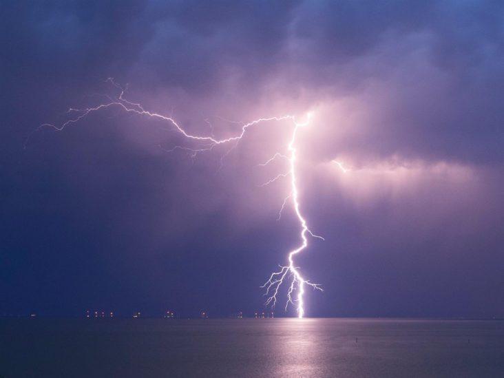 تفسير حلم البرق للعزباء – أنوثة