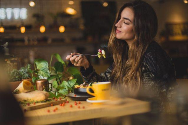 أكثر الابراج افراطاً في الأكل – أنوثة