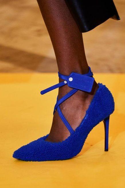 <p><strong>Off-White - اوف وايت </strong></p> <p>لاطلالة لافتة وانيقة في الوقت عينه في هذا الشتاء، لا تترددي في اختيار الحذاء الرسمي المصمم من الفرو لفرادة اكبر في الاطلالة.</p>