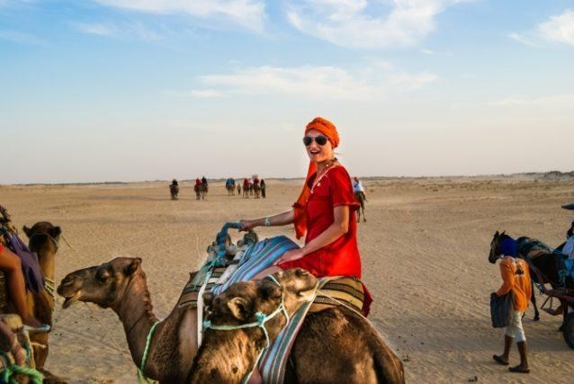 إستمتعي برحلة إستثنائية على الجمال في صحراء تونس!