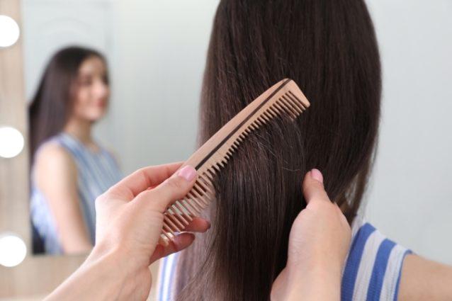 تفسير حلم تمشيط الشعر لشخص آخر - أنوثة