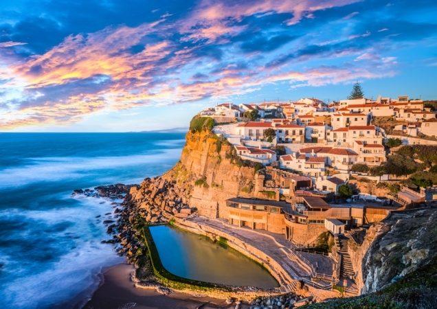 <strong>لشبونة - البرتغال<br /> Lisbone - Portugal<br /><br /> </strong>تتمتّع مدينة لشبونة البرتغالية بمعالم تاريخية متنوعة تعكس فنّ العمارة الفرنسي، إضافة إلى شواطئها وسواحلها الخلابة والمناسبة لقضاء أوقات هادئة ورومنسية.