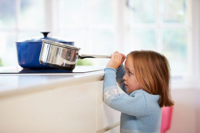 هل تحذير الطفل من الأخطار كاف – أنوثة