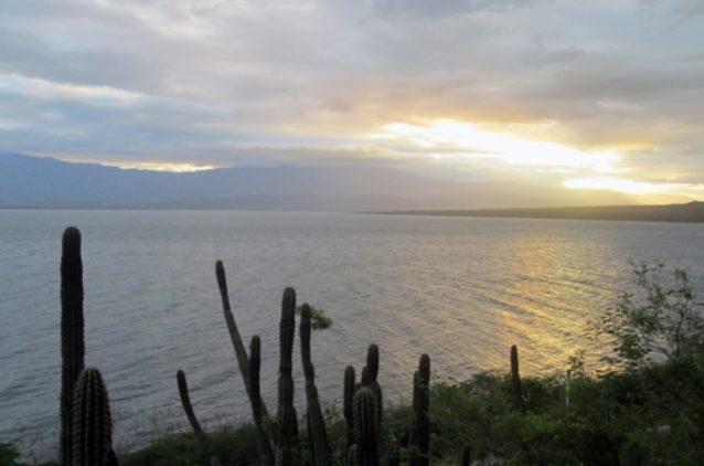 بحيرة إنريكيلو... من أكبر وأجمل البحيرات في جمهورية الدومينيكان.