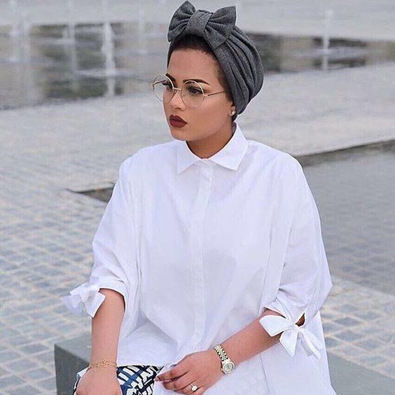 لفة التوربان للحجاب عصرية جداً، خصوصاً اذا أضفتِ اليها شكل الفيونكة العريضة التي تزيّن أعلاها.