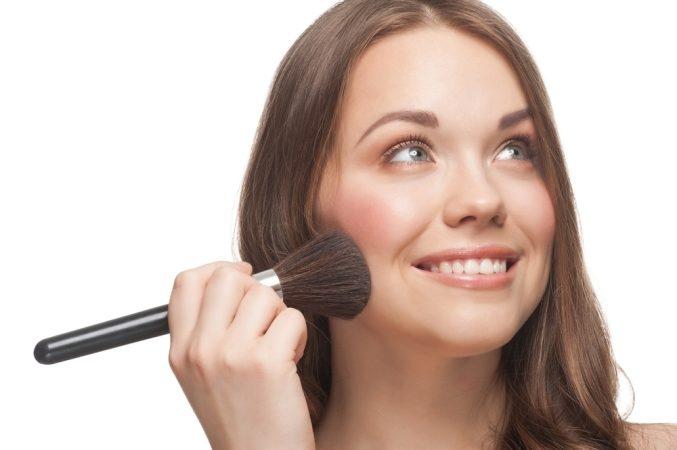 لكلّ شكل وجه طريقة خاصة لتطبيق البلاش... إكتشفيها!