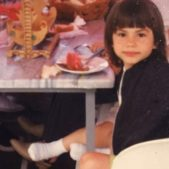 "<p dir=""RTL"">بعد نشر هذه الصور، أجمع المعلّقون على أنها لم تتغير بل حافظت على جمالها وسحرها الطبيعي منذ طفولتها.</p>"