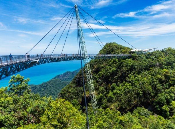 جسر لنكاوي سكاي... من أشهر وأروع الأماكن السياحية في الجزيرة.