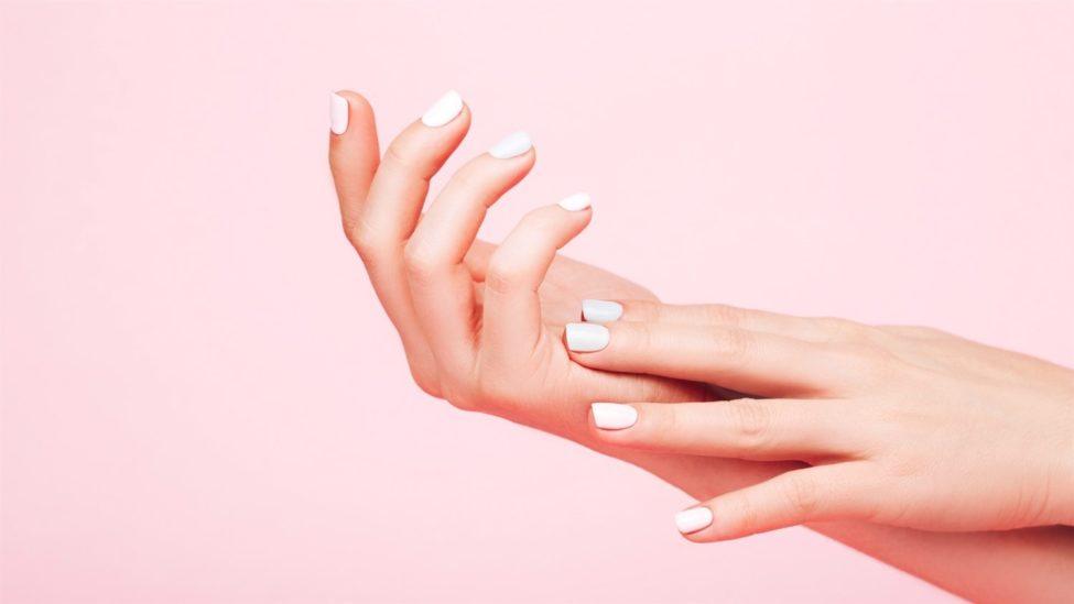 الجلد الجاف حول الأظافر – أنوثة