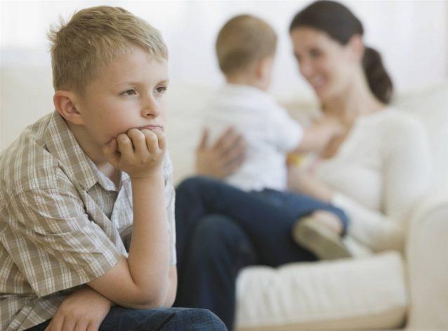 اسباب الغيرة عند الأطفال - أنوثة