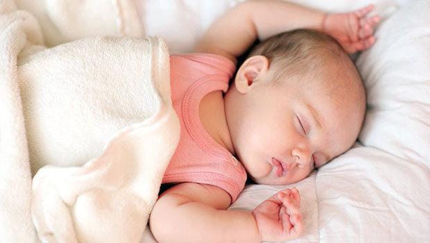 أفضل مكان لنوم الطفل الرضيع- أنوثة