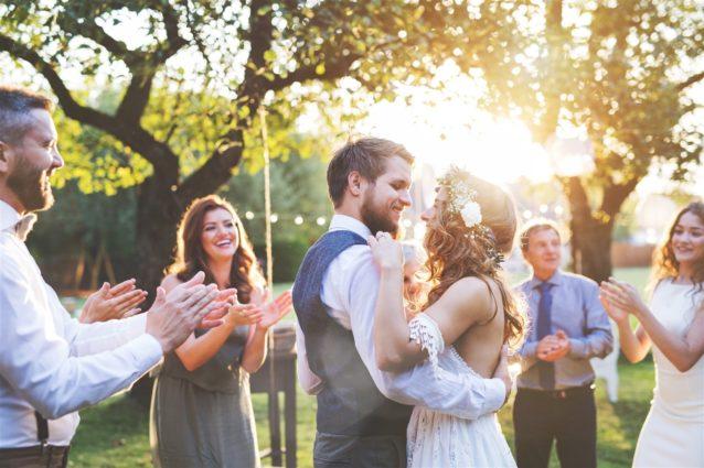اتيكيت حضور الأعراس – أنوثة