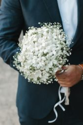 الياسمين مع الجيبسوفيل... قد يكون هذا الثنائي الأجمل والأنسب لكل عروس تحب البساطة ونعومة التفاصيل.