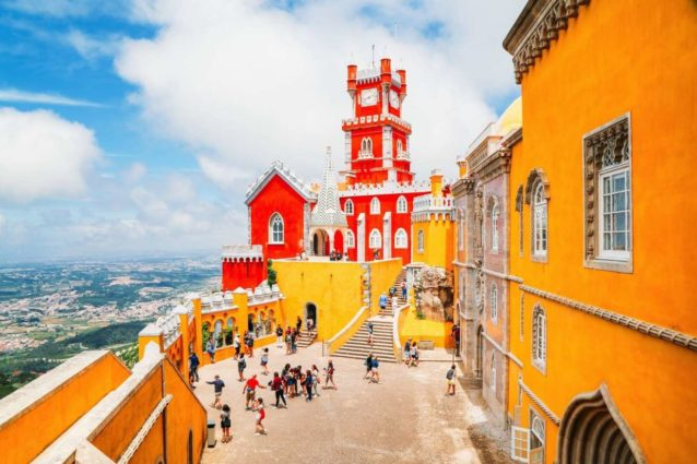 "<p dir=""RTL""><strong>البرتغال – </strong><strong>Portugal</strong><strong></strong></p> <p dir=""RTL"">لقضاء عطلة رخيصة، مسلية ومشوقة، قد تكون البرتغال الوجهة الأوروبية الأنسب حيث المغامرات، السباحة، الاستجمام والتجارب الحياتية الجديدة.</p> <p dir=""RTL""></p>"