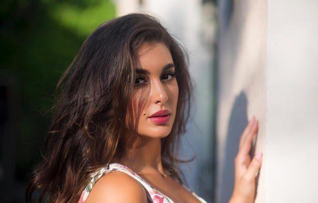 """<p dir=""""RTL""""><strong>ياسمين صبري</strong></p> <p dir=""""RTL"""">الممثلة المصرية ياسمين صبري التي تعرف برشاقتها، تمارس بشكل متواصل اليوغا وتجد هذه الرياضة الافضل لرشاقتها .</p>"""