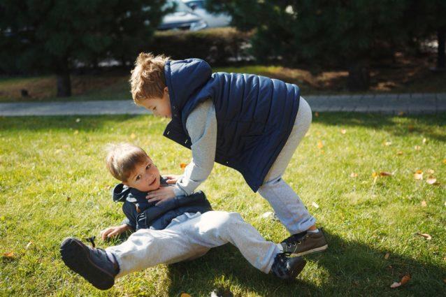 طريقة التعامل مع الطفل العدواني - أنوثة