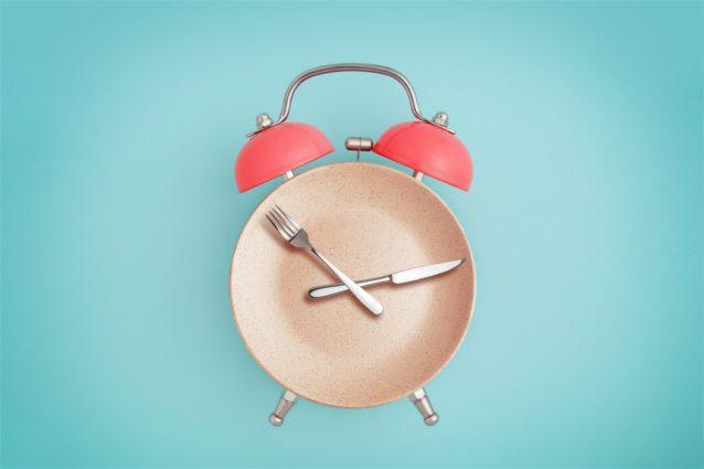 رجيم التوقف عن الأكل الساعة 6 - أنوثة