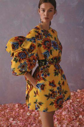 أزياء كارولينا هيريرا ريزورت 2020 - أنوثة