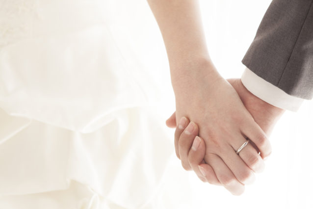 تفسير حلم الزواج للرجل العازب- أنوثة