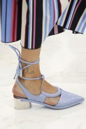 <p><strong>Salvatore Ferragamo - سلفاتوري فيراغامو</strong></p> <p>زيني اطلالتك في هذا الصيف مع الحذاء بالشرائط واختاريه باللون الازرق الفاتح مع الكعب العالي نسبياً والمقدمة المروّسة.</p>