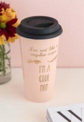 إعتمدي هذا الكوب المخصص للقهوة والمشروبات الساخنة، والذي يسهل على الأم الجديدة إستخدامه في العمل أو أثناء تواجدها خارج المنزل.