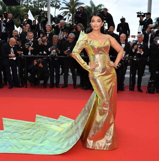 <p><strong>Aishwarya Rai - آشواريا راي</strong></p> <p>سحرت نجمة بوليوود آشواريا راي الأنظار بفستانها الذهبي اللمّاع من توقيع المصمم اللبناني جان لويس صبجي، وقد لاقت الكثير من التعليقات الايجابية على هذه الاطلالة.</p>