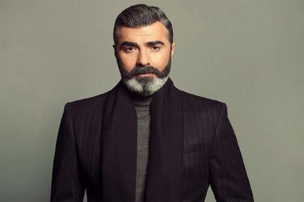 """<p dir=""""RTL""""><strong>عمار شلق</strong></p> <p dir=""""RTL"""">بدور فريد من نوعه، يطل الممثل اللبناني عمار شلق الى جانب الممثلة كارين رزق الله في مسلسل """"انتي مين""""، ليحقق نجاحاً كبيراً ويدخل الى قلوب الجماهير بسرعة.</p>"""