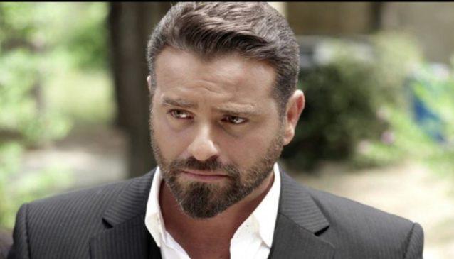 "<p dir=""RTL""><strong>يوسف الخال</strong></p> <p dir=""RTL"">بإطلالته الوسيمة المعتادة، يخوض الممثل اللبناني يوسف الخال بطولة مسلسل ""دفاتر الماضي"" فيسحرك بدوره الجذاب والمثير.</p>"
