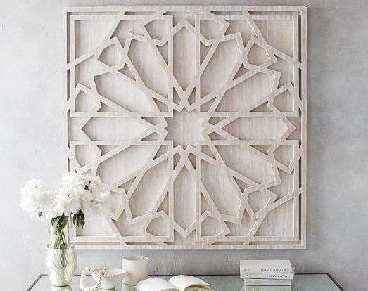 <strong></strong>لا تترددي في إختيار لوحة خشبية منحوتة تماماً كالتي تلاحظينها في الصورة والتي تضفي إلى منزلك لمسة خاصة.
