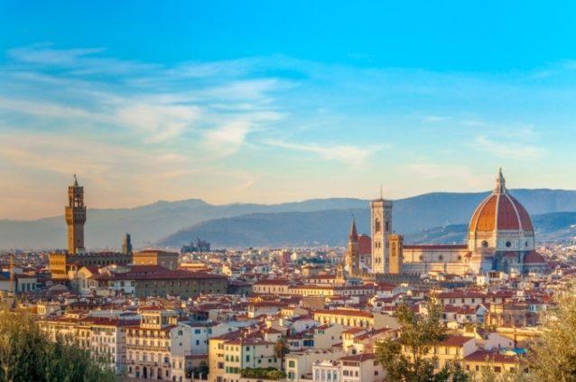 <strong>فلورنسا -<span>Florence</span><br /><br /> </strong>تشكّل مدينة فلورنسا إحدى أفضل وجهات التسوق في إيطاليا إذ تكثر فيها المتاجر التي تعرض البضائع الفاخرة، الماركات العالمية وتلك التي تبيع البضائع المحلية والتذكارات.