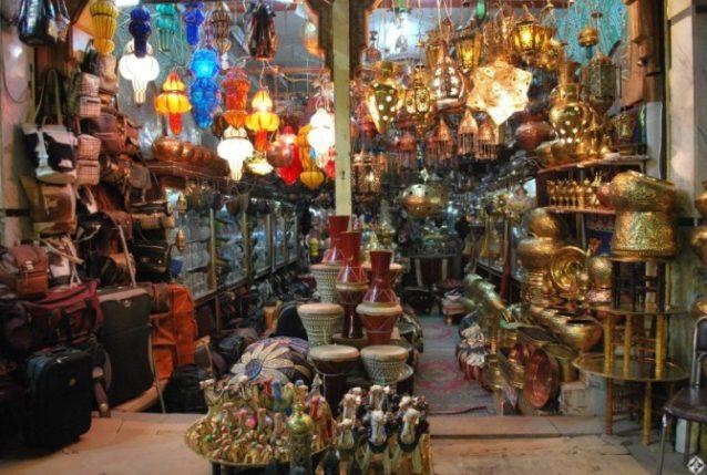 بازار خان الخليلي... من أفضل البازارات المصرية التي يمكن زيارتها خلال رمضان.